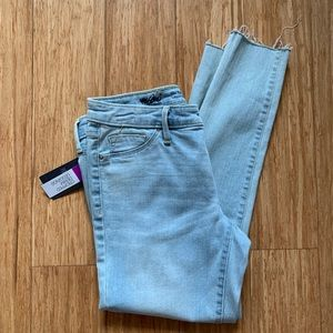 Mid rise light wash ankle jeans